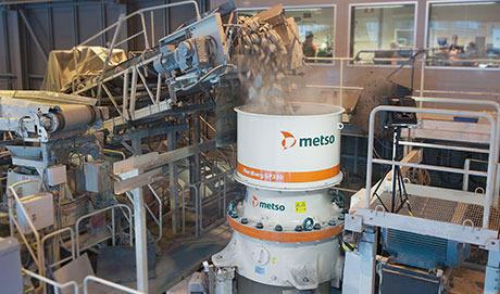 côn phá GP330 Metso tại mỏ đá Bình Dương