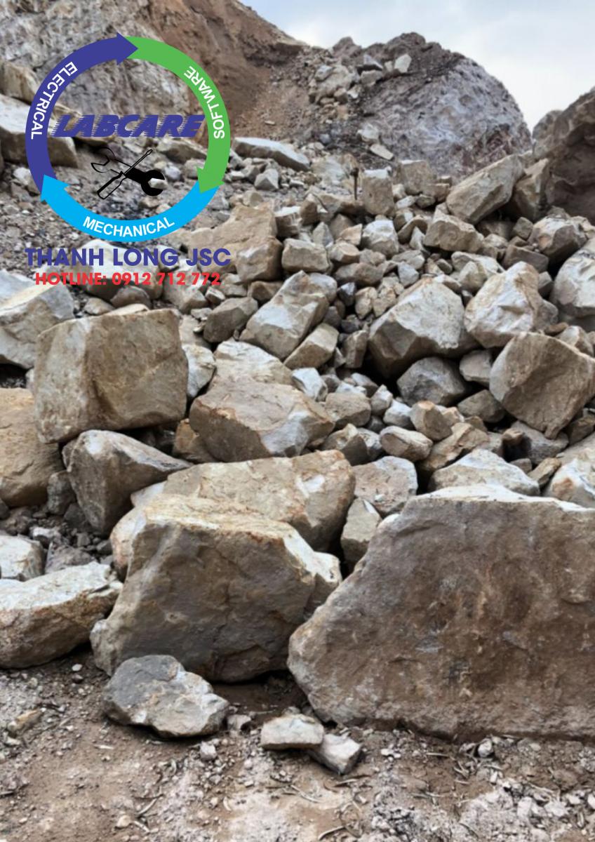 Đá cát kết (hình ảnh do kỹ sư Thanh Long JSC cung cấp khi khảo sát mỏ)